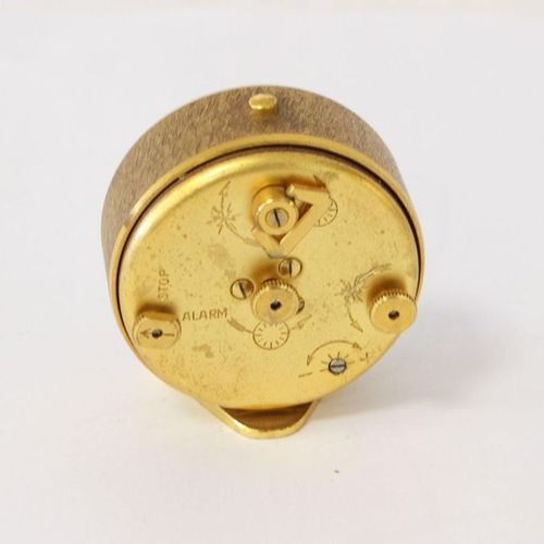 JAEGER LE COULTRE JAEGER Le COULTRE  PENDULETTE DE VOYAGE ronde en métal doré, s…