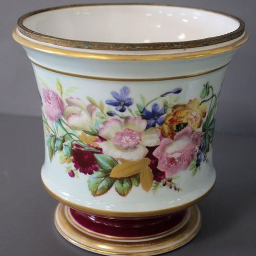 PAIRE DE SEAUX À BOUTEILLE ou cache pots, en porcelaine émaillée polychrome à dé…
