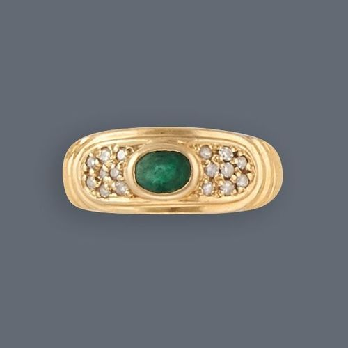 Bague RING in yellow gold (750) set with an oval emerald in a closed setting sup…