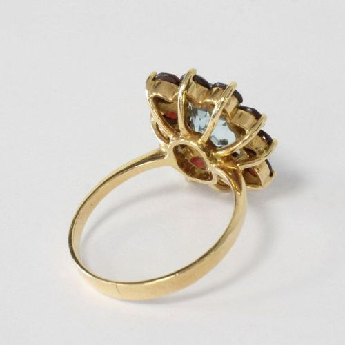 BAGUE type marguerite Daisy type ring in yellow gold (750) set with an aquamarin…