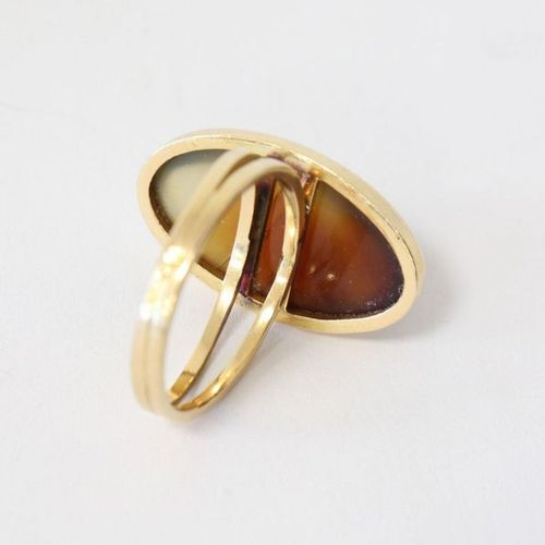 Bague RING in yellow gold (750) with an oval amber cabochon.  Gross weight 5.3g …