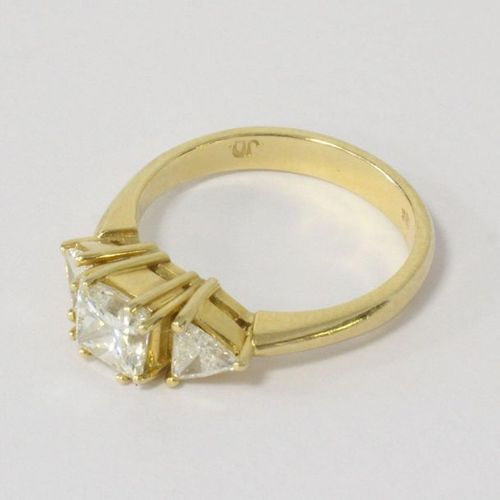 Bague RING in yellow gold (750) set with one princess cut diamond (about 0.5 ct)…