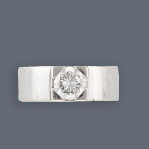Bague Large ring in white gold (750) decorated with a modern cut diamond (approx…