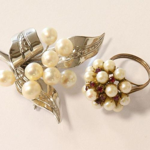 Broche Silver (probably 925) brooch in the shape of a lily of the valley strand …