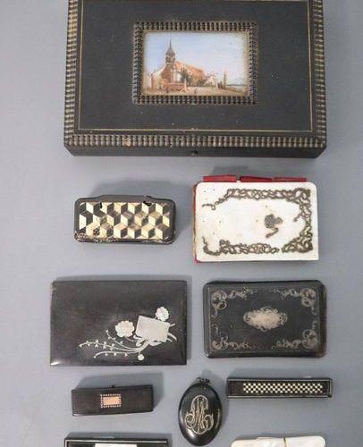 Boîte à bijoux BOÎTE A BIJOUX rectangulaire en ébène à décor d'une peinture sur …