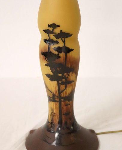 PIED DE LAMPE PIED DE LAMPE de forme balustre à étranglement, en verre multicouc…