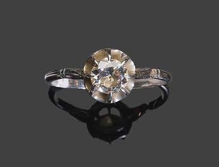 White gold ring set with a solitaire diamond Pb: 2,64gr