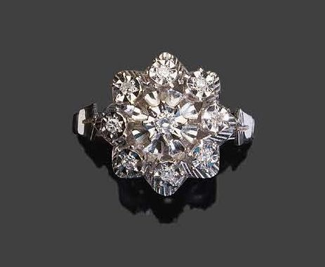 White gold ring in the shape of flowers set with brilliants Pb: 4,13gr