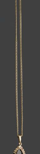 Two yellow gold chains, one of which holds a pendant set with a sapphire Pb: 10,…