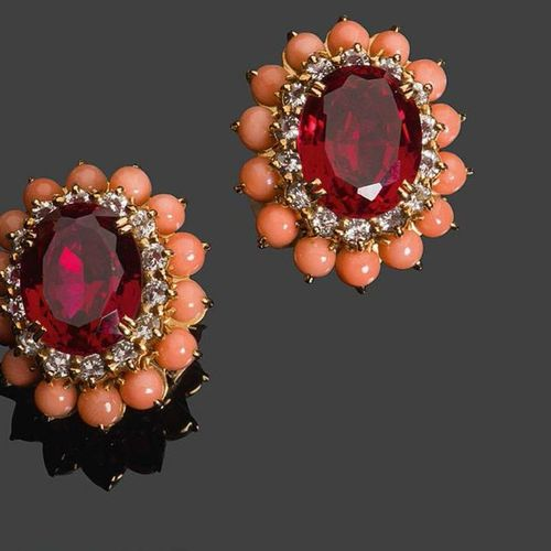 BOUCHERON Pair of ear clips in 750°/°° yellow gold set with coloured stones in a…