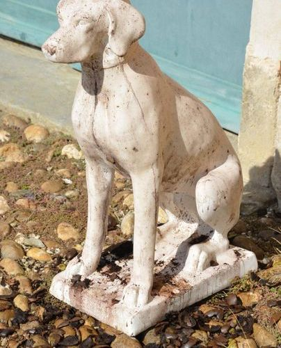 Pair of hunting dogs, pointers, made of reconstituted stone. HT. 73cm Long. 38cm