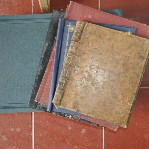 2 photo albums (new condition) and 4 binders