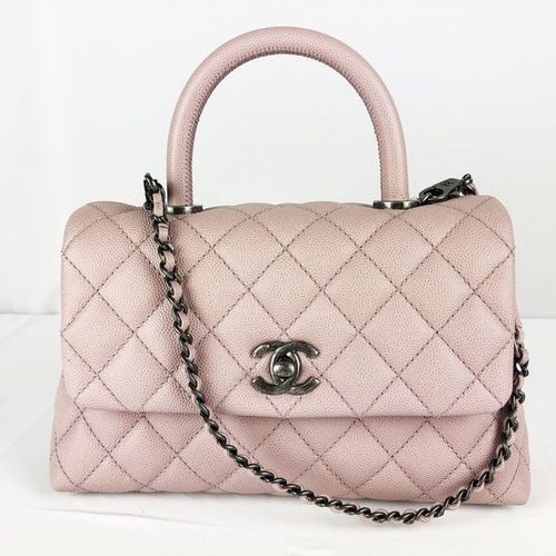 CHANEL CHANEL small handbag, rigid handle with shoulder strap, in grained quilte…