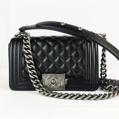 CHANEL CHANEL handbag, Boy model, in black grained quilted leather, size 20/7/12…