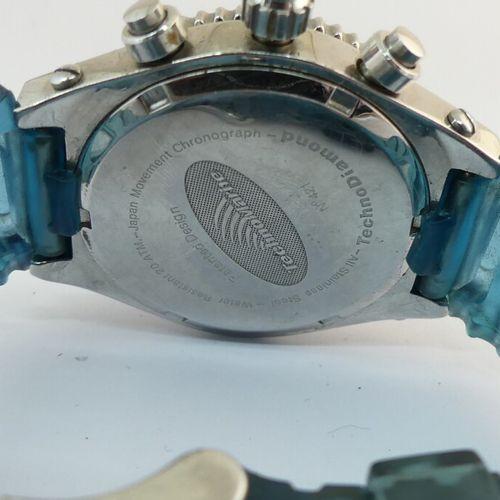TECHNOMARINE Genève. Montre chronographe en acier . Boitier rond à fond nacré, i…
