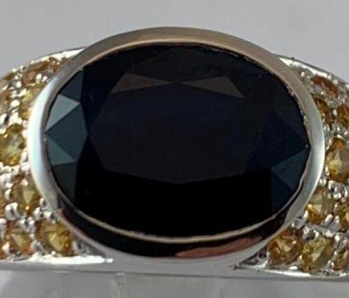 Bague Jonc or blanc 750°/.(18K) 10g90, sertie d'un Saphir de taille ovale calibr…