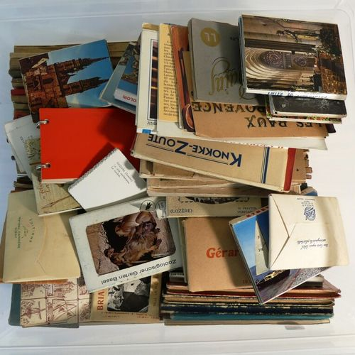 Important lot de carnets de cartes postales.