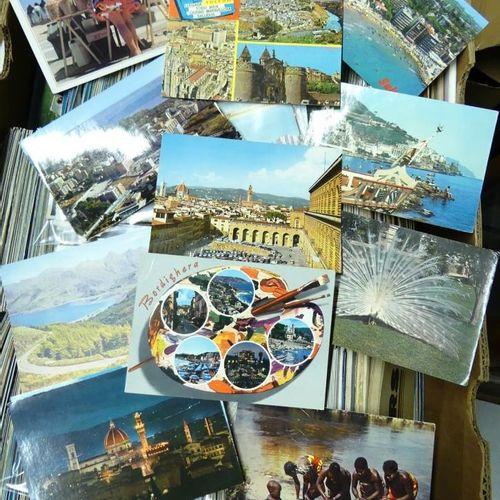 Important lot de cartes postales. 3000 env.