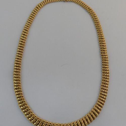 Collier en or jaune. L. 42.5 cm. Poids. 29.9g.