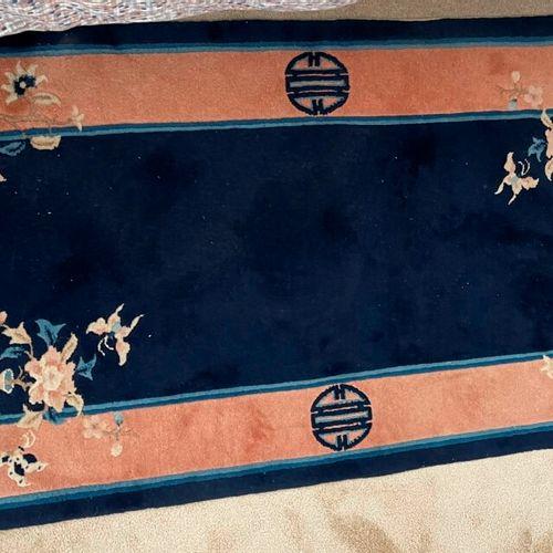 2块中国羊毛地毯。 133 x 70 cm. 附上第三张。