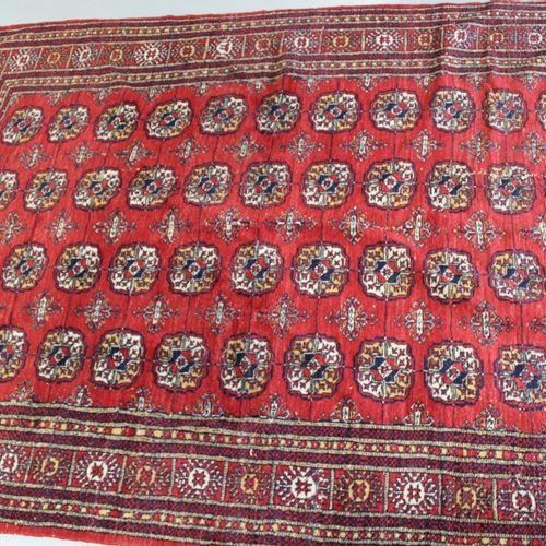 布卡拉风格的地毯。280 x 185厘米。