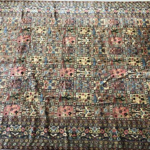 巴基斯坦羊毛和丝绸地毯。342 x 245厘米。