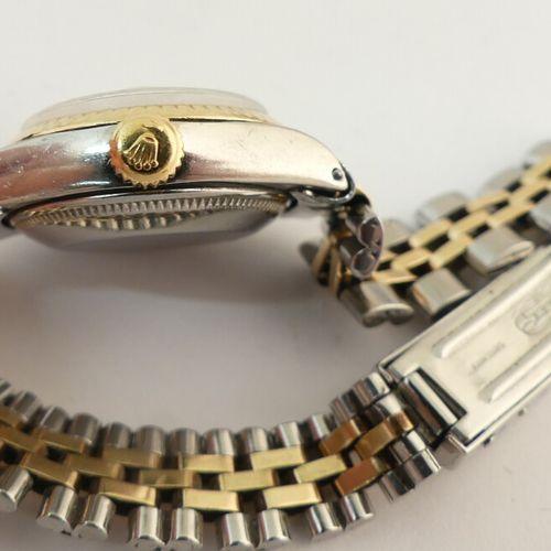 ROLEX OYSTER PERPETUAL LADY DATE in oro e acciaio. Cassa rotonda in acciaio, lun…