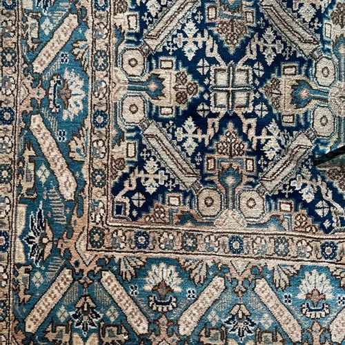具有几何图案的东方羊毛地毯。144 x 210厘米。