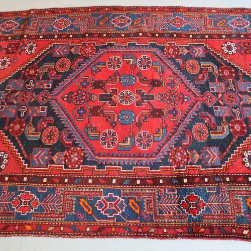 东方地毯。207 x 134 cm。