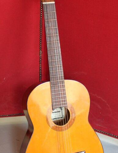 Cythare à clavier. XIXème. (Accidents). Joint une guitare sèche.