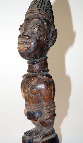 Afrique Statuette féminine Ibedji, nord du Nigeria YorubaH. 28 cm. Figure Ibedji…