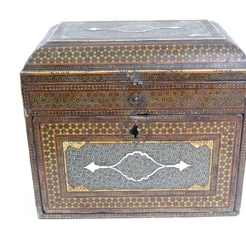 Chest in ivory, and marquetry of precious wood it opens and discovers small draw…