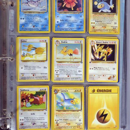 BLOC WIZARDS  Important classeur comprenant environ 450 cartes pokemon en frança…