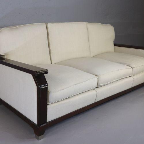Important canapé 3 places dans le goût d'Adnet, structure en acajou verni à déco…