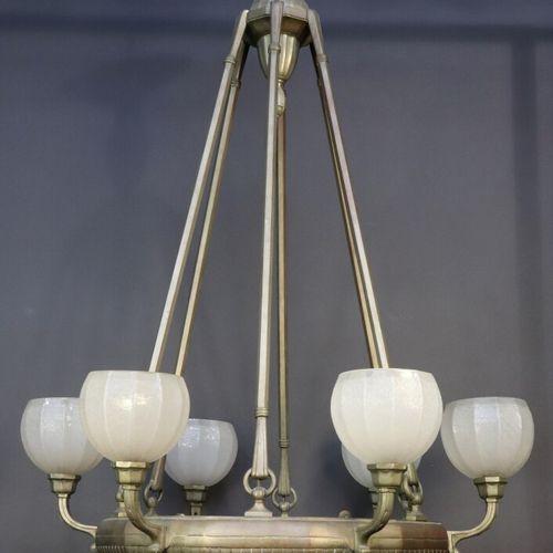 Lustre en bronze patiné à 6 lumières et coupe d'éclairage, les globes en verre g…