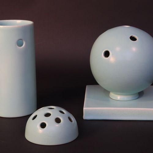PRIMAVERA (Atelier d'Art du Printemps 1912 1972)  Ensemble pique fleurs de table…