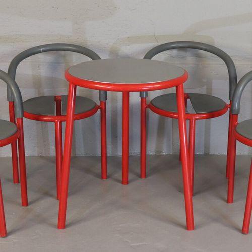 Fritz HANSEN Pélikan Design  Ensemble comprenant 1 table, 3 fauteuils et 1 chais…