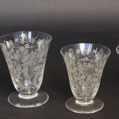 BACCARAT Modèle Elisabeth  Service de verres en cristal (45 pièces) comprenant 1…