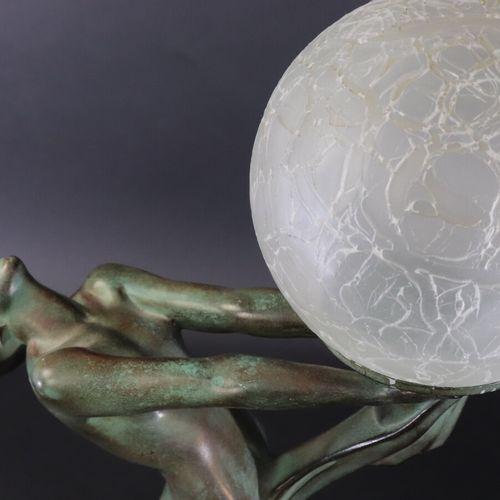 Le Verrier, Paris  Paire de lampes de style Art Déco en alliage à patine vert br…