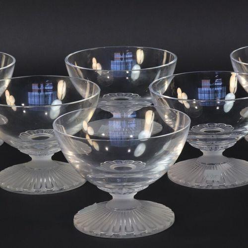 LALIQUE, France  Suite de 6 coupes en cristal, le pied à motif de cannelures dép…
