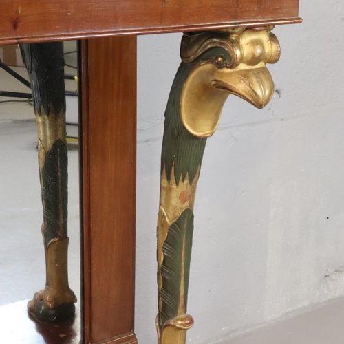 Console en acajou et placage d'acajou à montants antérieurs en bois sculpté et p…