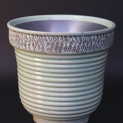 KERAMOS  Lampe de table de forme tulipe en céramique à émail vert pâle, la panse…