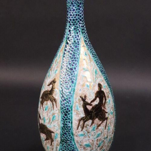 Jean MAYODON (1893 1967)  Vase bouteille à col étranglé en céramique à décor de …