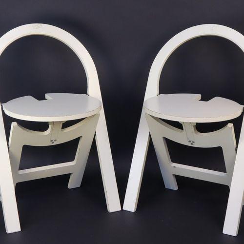 Roger TALLON (1929 2012)  Deux chaises pliantes en bois laqué blanc  Vers 1980  …