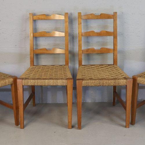 Suite de 4 chaises en merisier, les assises garnies de cordage tressé  Travail i…