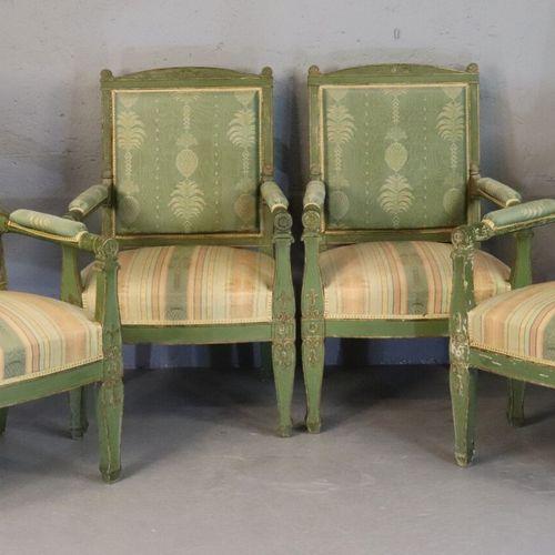 Mobilier de salon en bois sculpté rechampi vert d'eau comprenant un canapé et qu…