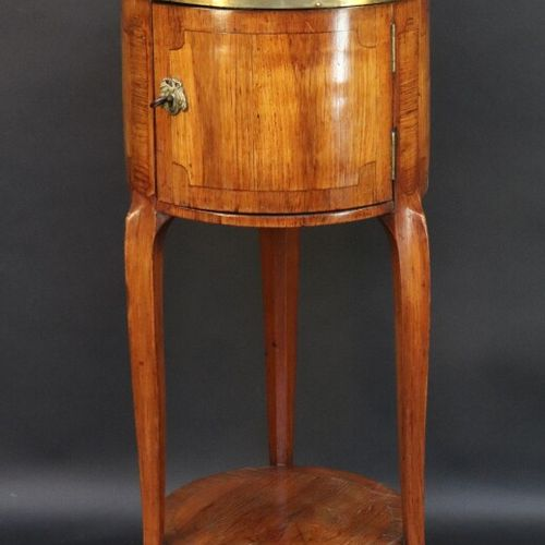 Table de salon en bois de placage à motif de réserves simulées ouvrant par une p…