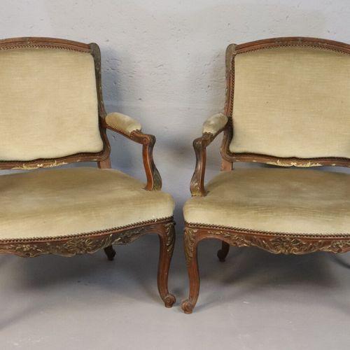 Paire de fauteuils à la reine en bois sculpté de feuilles d'acanthe, joncs et ca…