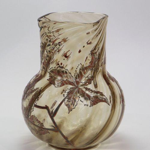 Emile GALLE à Nancy  Vase en verre fumé à côtes torses à décor émaillé et doré d…
