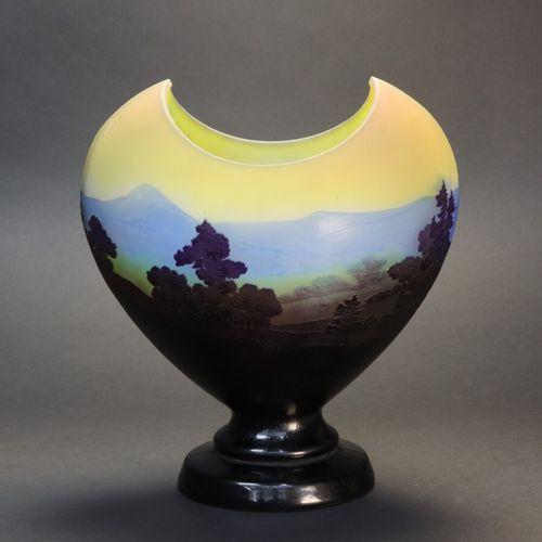 """GALLE  Vase """"La ligne bleue des Vosges"""", verre multicouches dégagé à l'acide, ti…"""